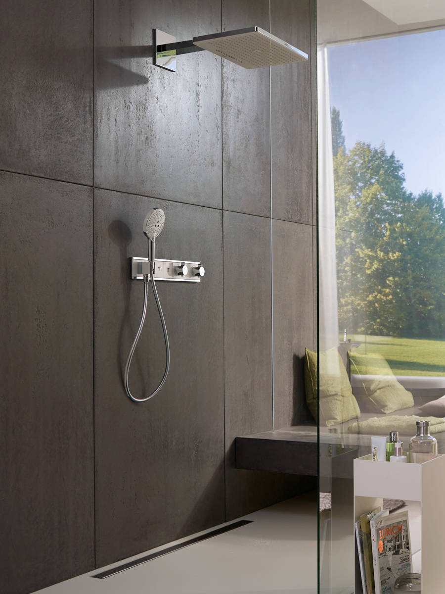 rainmaker-select-460-overhead-shower_rainselect-thermostat_ambience_3x4.jpg